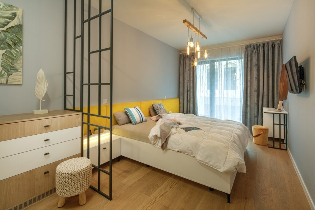 corp-de-iluminat-dormitor
